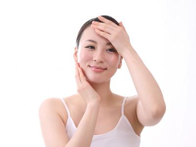 化粧水を使う